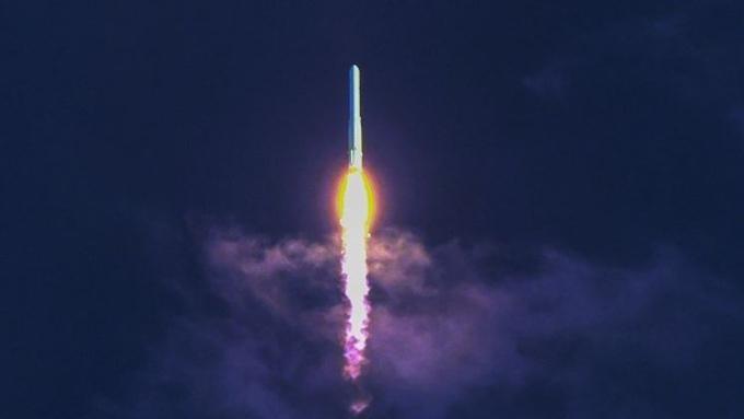 누리호, 고도 700km 정상비행 성공…위성 궤도 안착은 못해